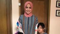 <p>Ini adalah sosok Rindu AFI yang sekarang, Bun. Semenjak memakai hijab, terlihat lebih cantik ya. Rindu sudah menikah dan memiliki dua anak lho. (Foto: Instagram @rindufebiane)</p>