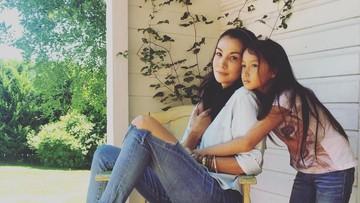 Jarang Terekspose, 7 Potret Manis Nadya Hutagalung & Anak Bungsunya
