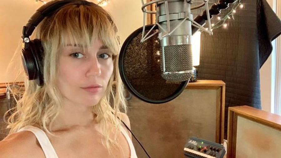 Pisah dengan Suami, Miley Cyrus Curhat Colongan di Single Terbaru