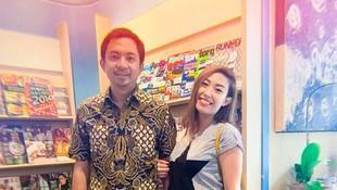 Hamil Anak Ketiga, Ayu Dewi Bahagia Dihadiahi Restoran oleh Suami