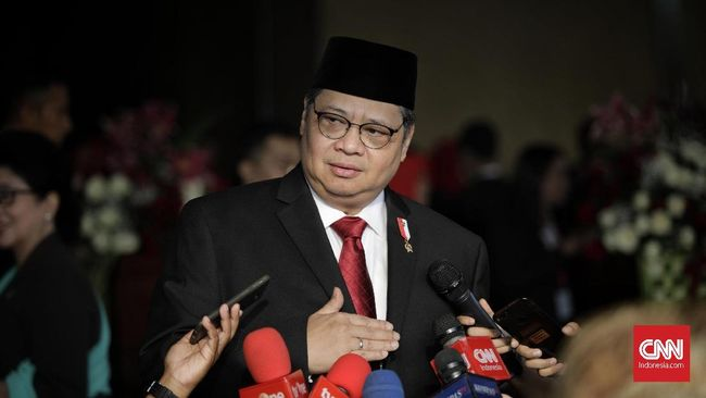 Jokowi akan membagikan kartu prakerja mulai Maret 2020 agar ekonomi RI tak 'terinfeksi' virus corona.