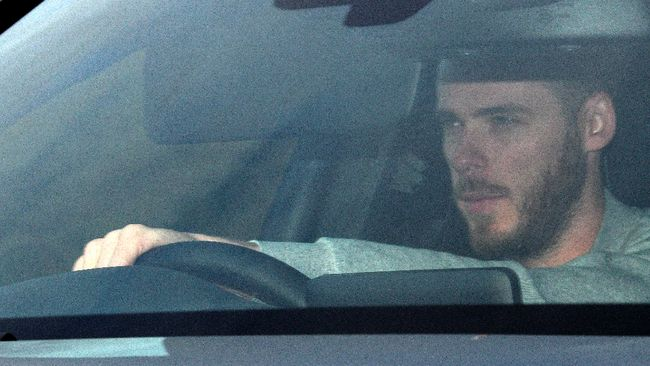 Manchester United's Spanish goalkeeper David de Gea arrives at the club's Carrington Training complex in Manchester, north west England on December 20, 2018. Ole Gunnar Solskjaer was Wednesday handed the daunting task of saving Manchester United's season after the disastrous final few months of Jose Mourinho's reign. Oli SCARFF / AFP