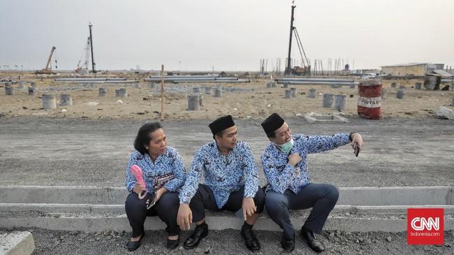 Selain Potong Tukin, Jokowi Juga Ancam Pecat PNS yang Absen