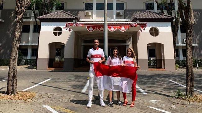 Sejumlah pemain naturalisasi ikut merayakan Hari Ulang Tahun ke-74 Republik Indonesia bersama keluarga, Sabtu (17/8).