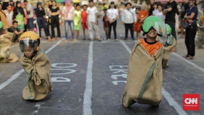 Pemkot Depok meminta masyarakat untuk menghentikan kegiatannya selama 3 menit saat Indonesia Raya berkumandang pada 17 Agustus.