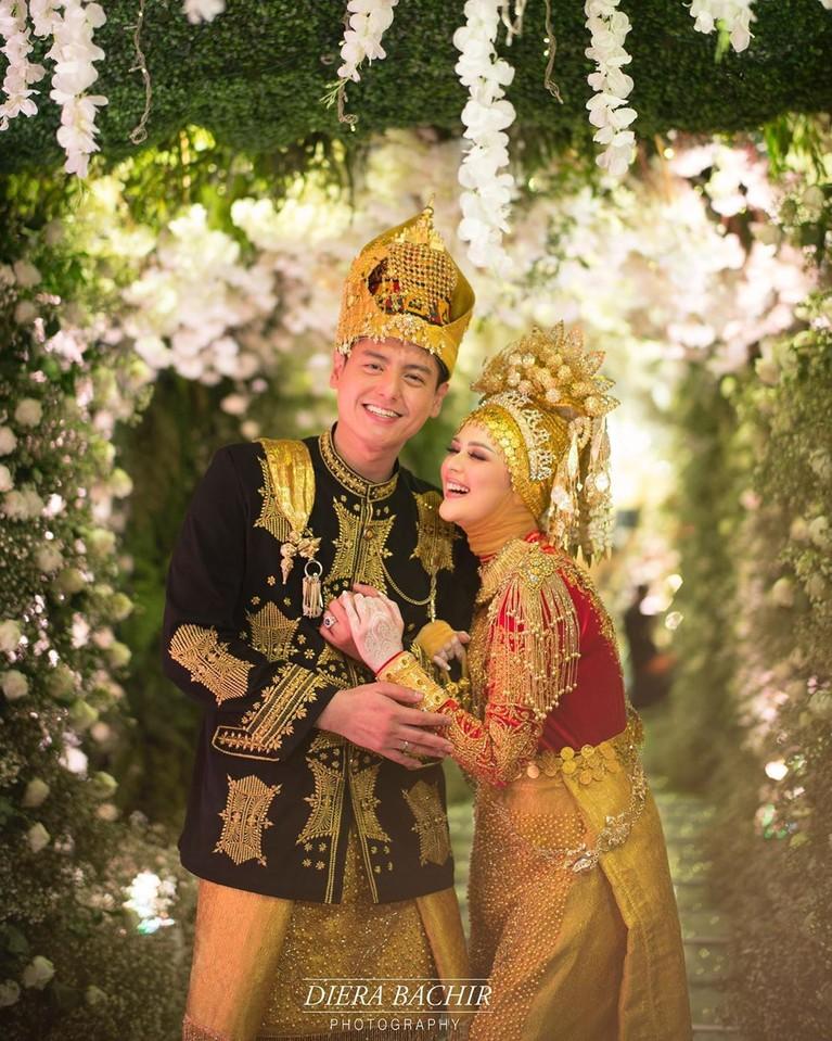 Roger Danuarta dan Cut Meyriska menggelar acara pernikahannya di Medan secara tertutup.