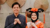<p>Mereka melakukan berbagai foto pre wedding dengan berbagai konsep unik. Salah satunya bergaya Tionghoa, Bun. Seperti diketahui kalau Roger berasal dari keluarga berdarah Tionghoa. Wah benar-benar kaya akan warna budaya ya.(Foto by Thepotomoto via Instagram @ojeychikaofficial)</p>