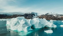 Lawan Covid-19, Greenland Tutup Sementara Penerbangan
