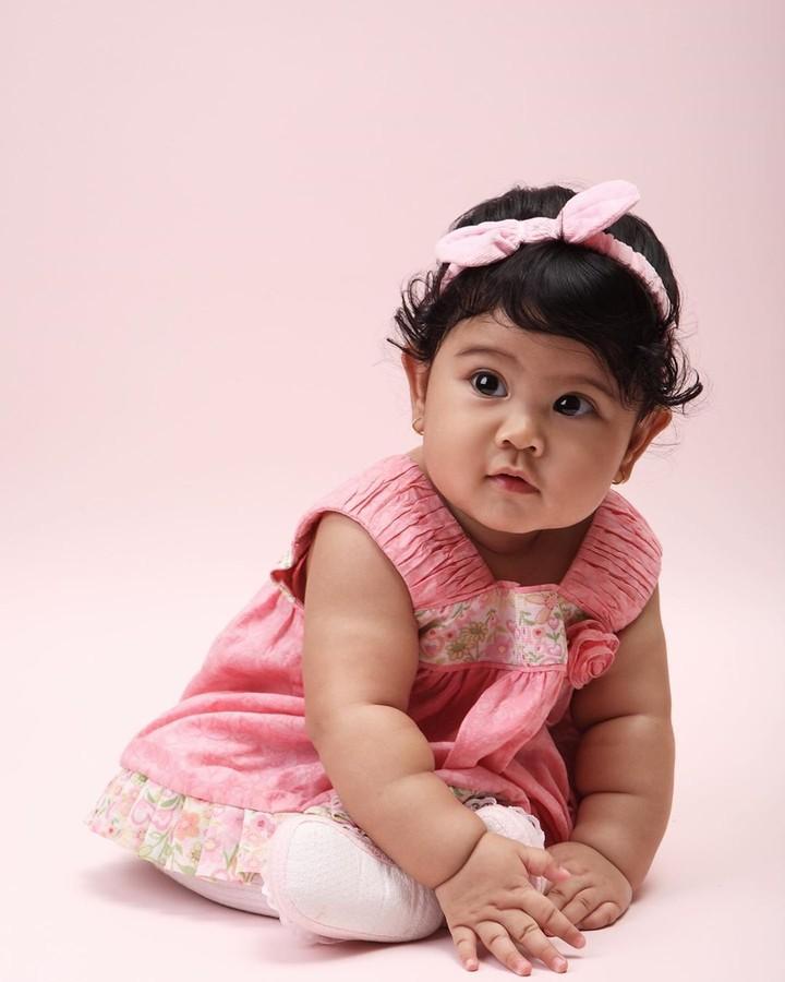 Tepat di hari ultah Almira Tunggadewi Yudhoyono ke-11 pada 17 Agustus kemarin, Bunda Annisa Yudhoyono mengunggah sejumlah foto sang buah hati saat masih kecil.