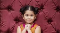 Kalau yang ini diambil pada tahun 2014 atau pada saat usia Almira Tunggadewi Yudhoyono menginjak 6 tahun. Posenya menggemaskan ya, Bun. (Foto: Instagram @annisayudhoyono)