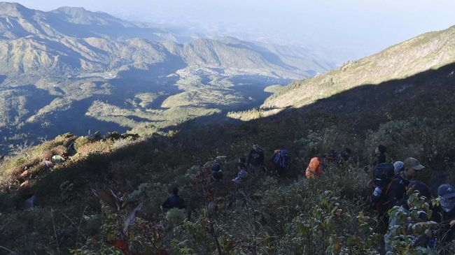 Muhammad Gibran Arrasyid, pendaki Gunung Guntur yang hilang sejak Minggu (19/9), ditemukan dalam kondisi selamat di sekitar Curug Cikoneng.