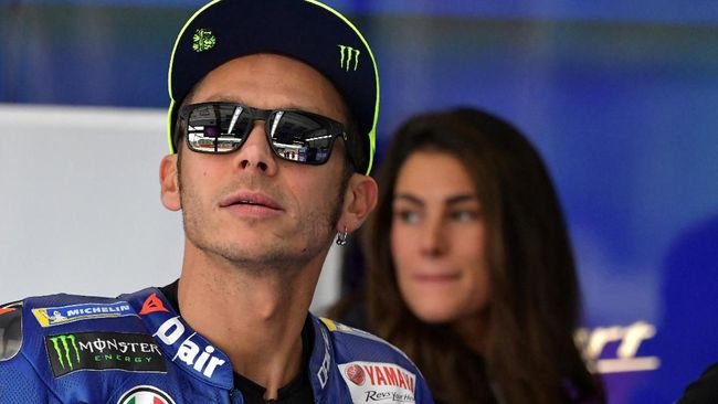 Movistar Yamaha Moto GP's Italian rider Valentino Rossi is pictured before the free practice session of the San Marino Moto GP Grand Prix race at the Marco Simoncelli Circuit in Misano on September 7, 2018 (Photo by Tiziana FABI / AFP)