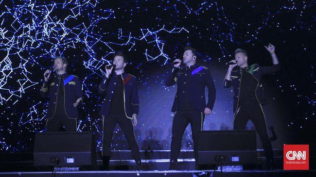 Promotor konser menyatakan banyak belajar dari penyelenggaraan konser Westlife di Jakarta pada 6-7 Agustus lalu, sehingga show di Palembang berjalan lancar.