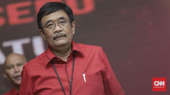 Pengurus DPP PDIP Djarot Saiful Hidayat menyatakan bahwa kader senior Mat Mochtar dipecat karena tak mendukung Eri-Armuji di Pilkada Surabaya.