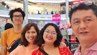 Tinggal di Malaysia bersama istri dan dua anaknya, Iszur Muchtar masih sesekali menyempatkan diri pulang ke tanah air. (Foto: Instagram/ @ismuch66)