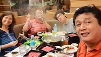 Buka puasa bersama bareng keluarga di Malaysia. Seru dan hangat! (Foto: Instagram/ @ismuch66)<br /><br /><br />