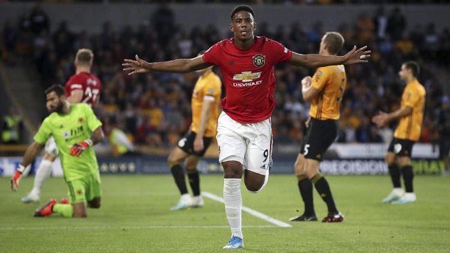 Manchester United harus puas berada di peringkat kelima pada daftar klasemen sementara Liga Inggris usai ditahan imbang 1-1 Wolves, Senin (19/8).