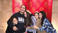 <p>Stephanie Poetri memiliki tiga saudara tiri dari hasil pernikahan Bunda Titi DJ terdahulu. Mereka adalah Salmaa Chetizsa Muchtar, Salwaa Chetizsa Muchtar, dan Daffa Jenaro Muchtar. (Foto: Instagram @stephaniepoetri)</p>
