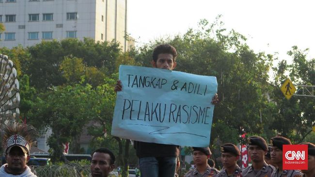 Sejumlah mahasiswa Papua berunjuk rasa di Jakarta, dan meminta Jokowi menangkap aparat keamanan yang diduga bertindak rasis.