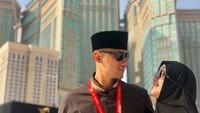 <p>Pada 2018 lalu, Annisa dan Agus bertolak ke Tanah Suci untuk menunaikan ibadah haji. Tetap romantis kan? (Foto: Instagram @annisayudhoyono)</p>