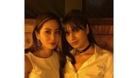 """Wah, Bunga dan Kareen seperti kakak dan adik ya. Sama cantiknya! (Foto: Instagram @bungazainal05)<div class=""""adL""""></div>"""