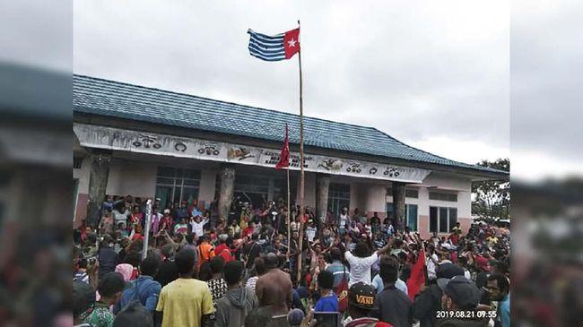 Makna Bintang Kejora dalam bendera yang dikibarkan masyarakat Papua memiliki akar sejarah gerakan kultural, sekaligus mecirikan jati diri rakyat Papua.