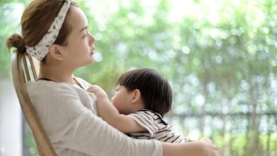 Mitos Menyesatkan Ibu Menyusui Dilarang Mengonsumsi Makanan Panas