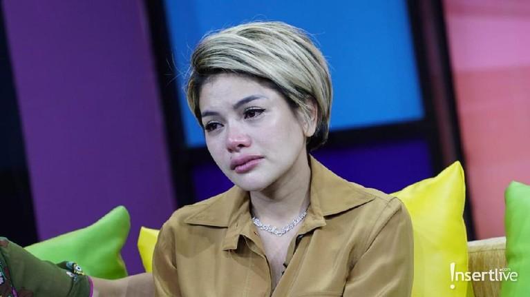 Mantan suami, Sajad Ukra, melaporkan Nikita atas tuduhan penelantaran anak.