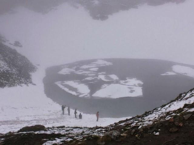 Keindahan dan Misteri 'Danau Kerangka' di Himalaya
