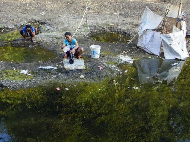 Miris! Warga Mandi Hingga Mencuci di Bendungan Tercemar Limbah