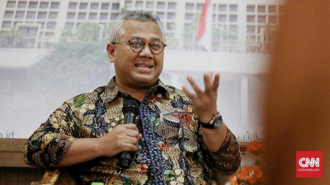 Arief Budiman akan kembali menjabat Ketua KPU pada Selasa (27/10) setelah dinyatakan negatif Covid-19. Dia telah menjalani isolasi selama 35 hari.