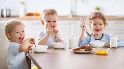 Menarik Dicoba Cara Membuat Anak Mau Makan Sendiri