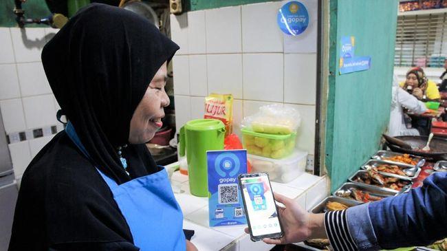 GoPay mendukung pertumbuhan ekonomi melalui promo cashback hingga 60 persen di ratusan rekan usaha lokal yang berjalan sampai 30 September 2021.