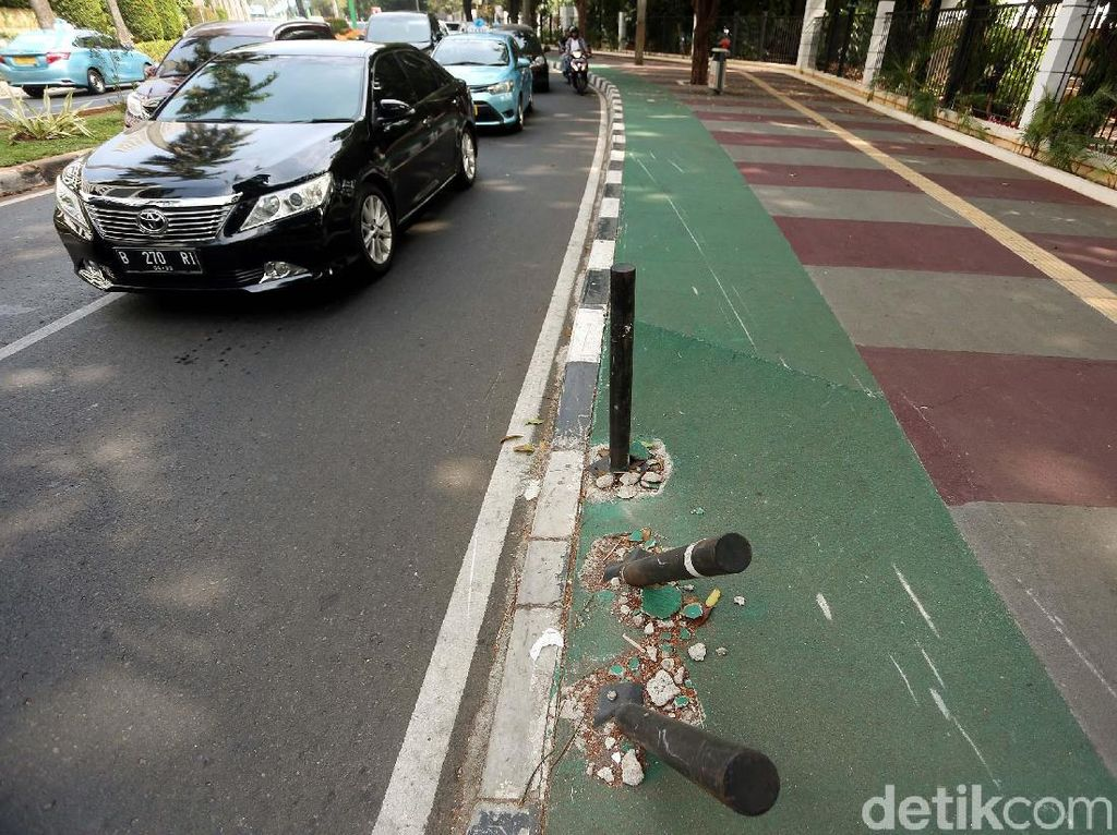 Pedestrian di Kawasan Sudirman-Senayan Mulai Tidak Terawat
