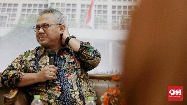 DKPP memberhentikan Arief Budiman dari jabatan Ketua KPU terkait pelanggaran etik mendampingi Evi Novida menggugat SK Jokowi ke PTUN.