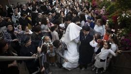 FOTO: Meriahnya Tradisi Pernikahan Yahudi Ortodoks