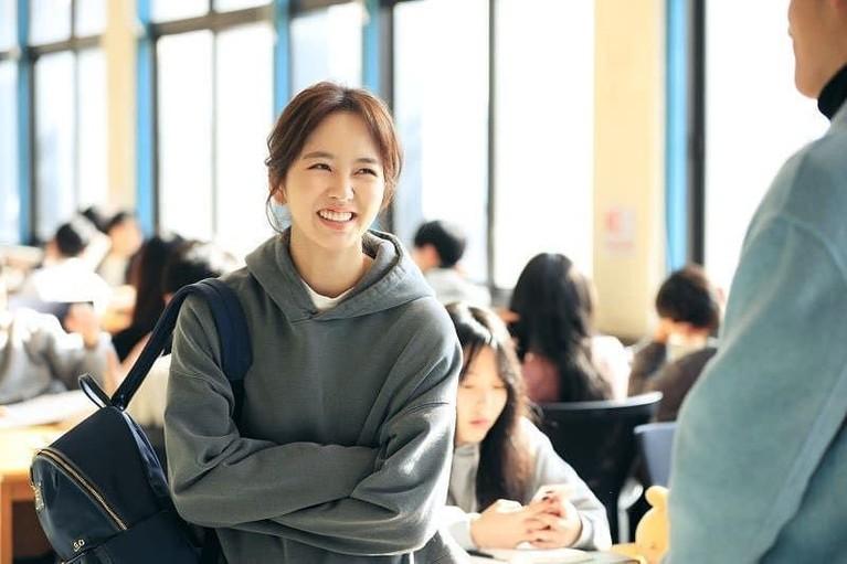 Karakter Kim Jo Jo merupakan seorang perempuan yang menyimpan banyak rahasia di hidupnya. Karakter ini diperankan Kim So Hyun.