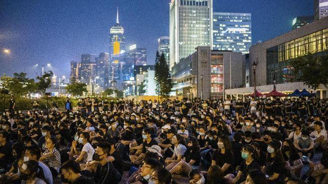 Hong Kong genap mengalami resesi sejak 2019. Negara ini terperosok kian dalam ke jurang resesi pada kuartal II 2020 dengan laju ekonomi turun 9 persen.