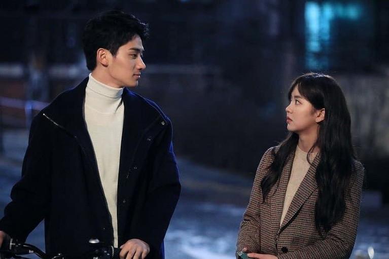 Drama Love Alarm diperankan bintang muda terkenal seperti Kim So Hyun, Song Kang dan Jung Ga Ram.