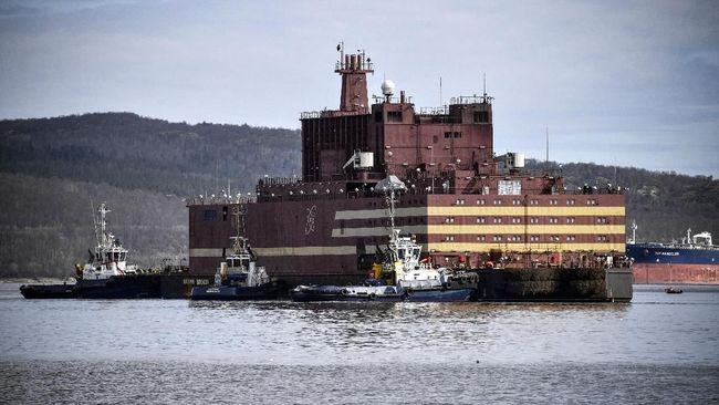 Rusia akan memamerkan reaktor nuklir terapung pertama di dunia dan mengirimkannya untuk mengarungi Samudera Arktik pada Jumat (23/8).