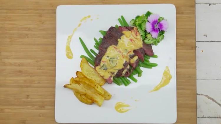 Resep steak telur asin kali ini bisa jadi variasi kudapan buat Bunda dan keluarga penggemar steak.