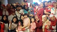 <p>Baby Moonella dan Bunda Merry juga ikut merayakan syukuran bersama si kecil yang lahir di bulan Agustus.Terima kasih Bunda dan keluarga yang sudah meramaikan acara HaiBundaSquad Agustusan Seru kali ini!</p>