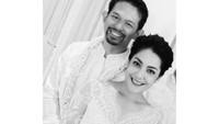 <p>Lulu Tobing menikah untuk kedua kalinya secara diam-diam pada Agustus 2019 lalu. Janda Danny Bimo Hendro Rukmana ini dipersunting seorang pengusaha bernama Bani Mulia. Pernikahan mereka digelar tertutup, Bunda. (Foto: Instagram Lulu Tobing)</p>