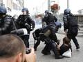 FOTO: Kelompok Antiglobalisasi Protes Pertemuan Negara G7