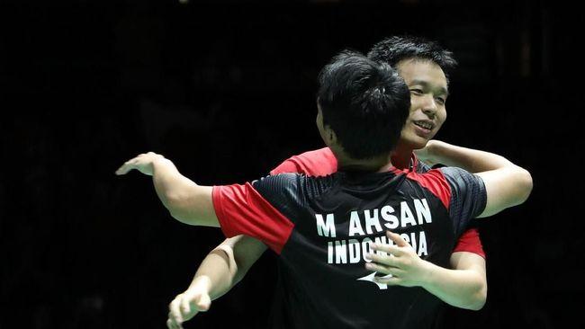 Pebulutangkis andalan Indonesia Hendra Setiawan berhasil menyamai rekor Liliyana Natsir alias Butet di pentas Kejuaraan Dunia Bulutangkis.