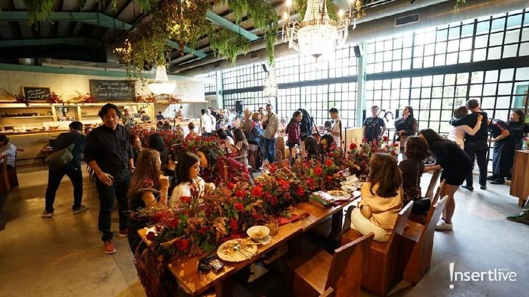 Luna Maya pada Senin (26/8) genap berusia 36 tahun. Ia pun mengadakan pesta ulang tahun dengan mengundang para sahabatnya di sebuah restoran.