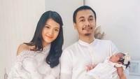 <p>Kelahiran Alenia Ava Nasution pada Mei lalu menyedot perhatian sebagian fans Raditya Dika dan Annisa Aziza. Enggak heran kalau sekarang banyak <em>netizen</em> yang sering menunggu <em>update</em> media sosial Raditya dan Anisa.</p>