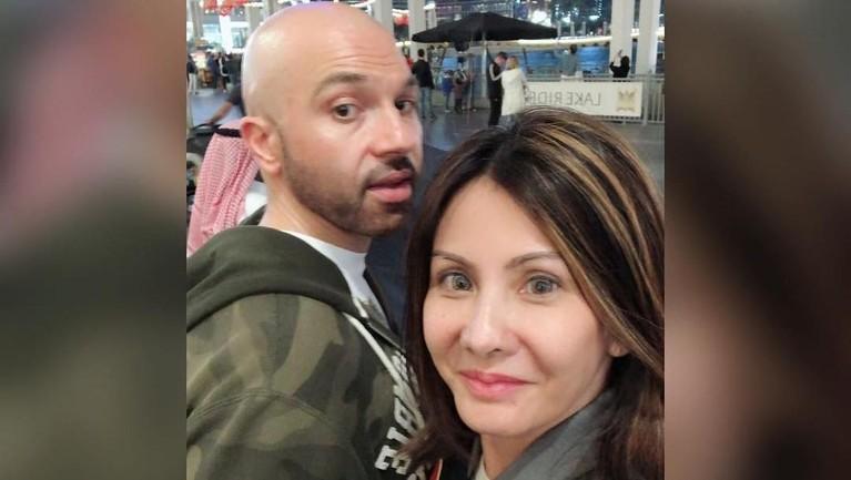 Tampaknya pasangan ini sering bepergian ke beberapa negara di dunia. Setelah Amerika dan Selandia Baru, Medina dan Sajad juga pernah singgah ke Dubai Fountain Show.
