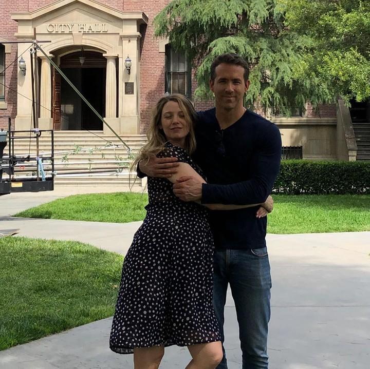 Ryan Reynolds unggah foto-foto unik dan lucu sang istri, Blake Lively yang berulang tahun ke-32.