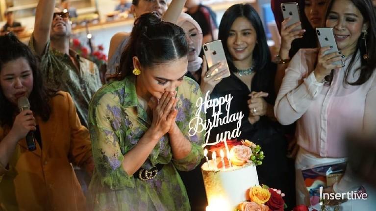 Selamat ulang tahun Luna Maya, semoga bahagia selalu ya.
